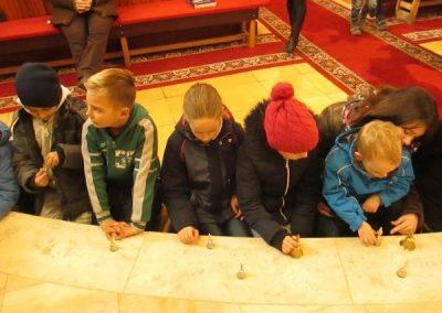 gyerekek-a-szentmisen-es-a-plebanian-2017-02