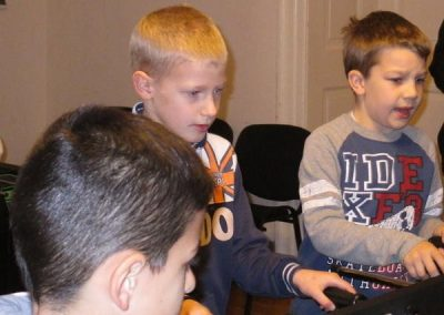 gyerekek-a-szentmisen-es-a-plebanian-2017-15