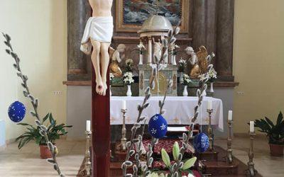 Templomunk húsvéti díszben!