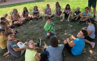 A tábor ötödik napjának középponjában az Oltáriszentség állt