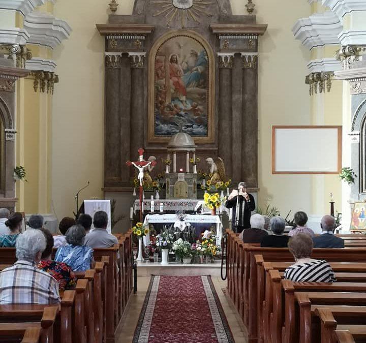 Virágszentelés és keresztelő is volt a Nagyboldogasszony-napi szentmisén